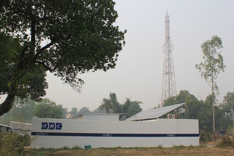 India solar cell tower pic 1
