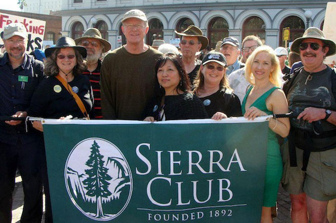 Reyes-at-Sierra-Club-rally